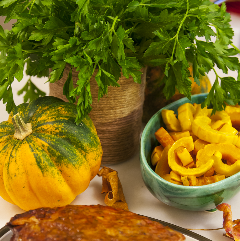 Italian Parsley, Acorn Squash, and Fall Leaves for the Perfect Thanksgiving Centerpiece